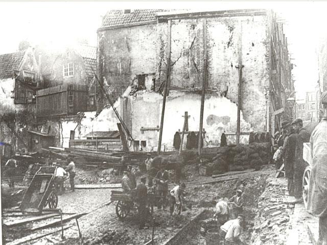 George Hendrik Breitner, Fotoserie van de bouwput aan de Nieuwendijk nr. 164 t/m 176 te Amsterdam
