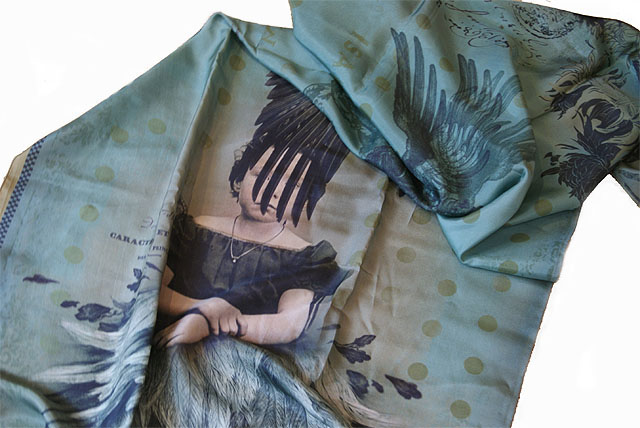 Ibride Isadora D.- printed scarfs silk 160 x 60 cm Destiny/la destinée bleu - bij Schreuder & Kraan in Haarlem