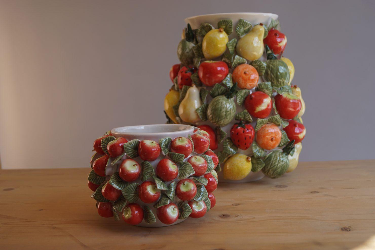 Vaas met vruchten van Des Pots